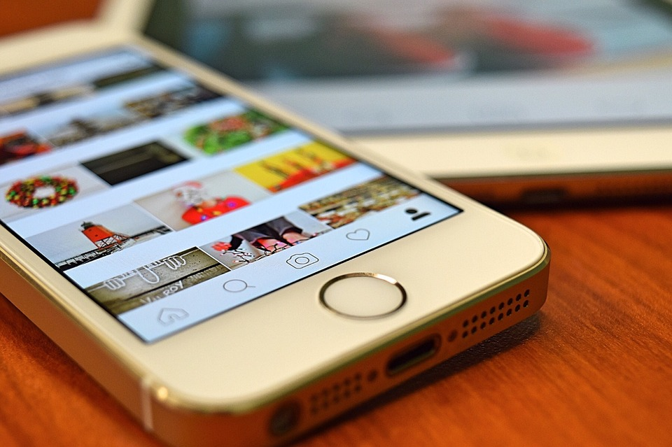 how to republish a story on Instagram